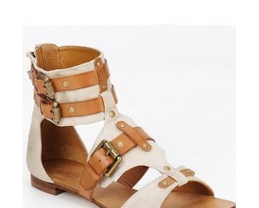 Vous êtes plutôt spartiates, sandales ou tropéziennes?