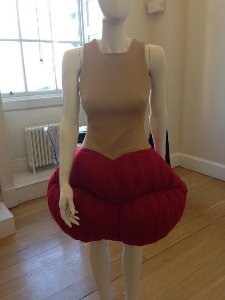 robe-dali-liz-black-london-fashion-week-mode-art