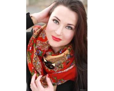 Comment porter un foulard pour une soirée ou un mariage ?