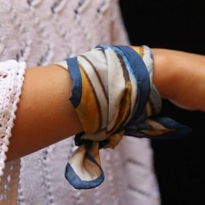 utilisation durable styles divers économiser Comment porter le foulard au poignet ?