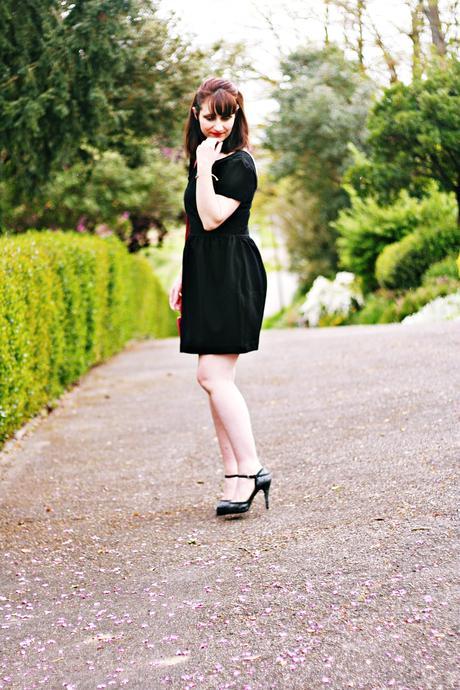 La discrète robe noire
