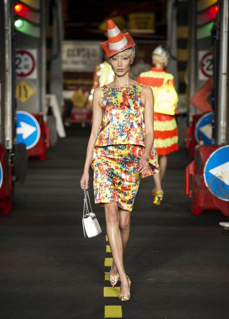 moschino-catwalk-fashion-week-milan-pe2016