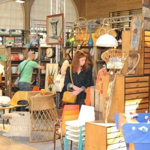 Salon-du-vintage-mobilier-vintage-lampe