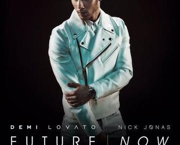 STYLE : A white biker jacket like Nick Jonas