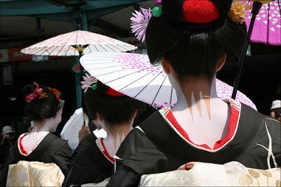 Secrets De Beaute N 10 Geishas Ou Le Monde Des Fleurs Et Des Saules