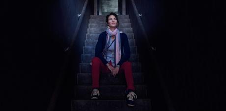 into the light : pantalon rouge et veste