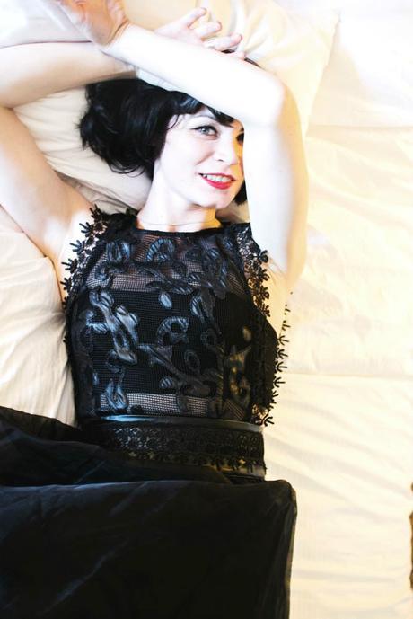 girl-dress-in-bed