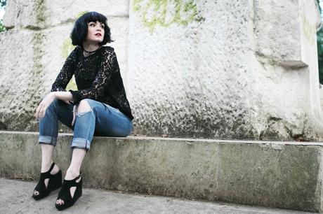 fille-jeans-dechire