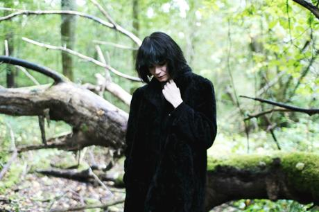 girl-in-the-woods