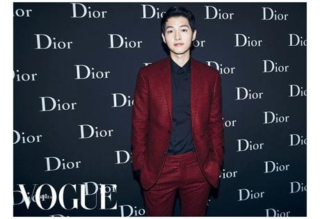 STYLE : Joe Jonas in red Dior suit