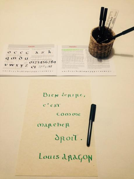 calligraphie-ecriture-onciale-citation-aragon