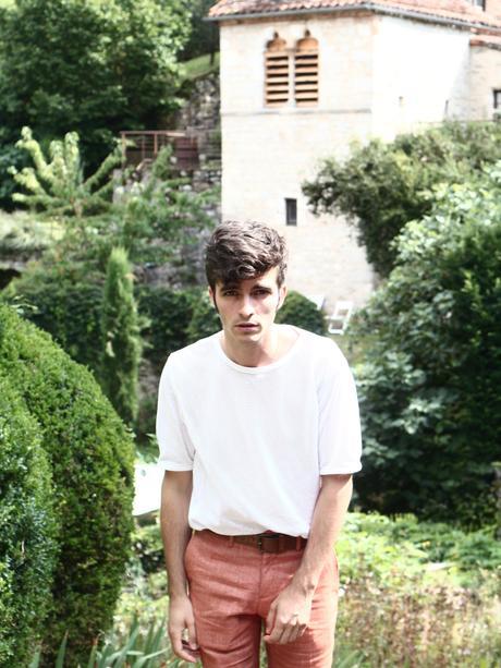 blog-mode-homme-masculine-look-tenue-style-preppy-pantalon-en-lon-tshirt-transparent-sexy-sandales-en-cuir-spartiate