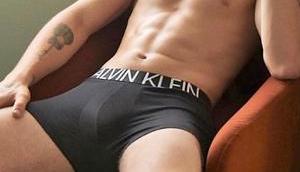 Shawn Mendes défringue pour Calvin Klein