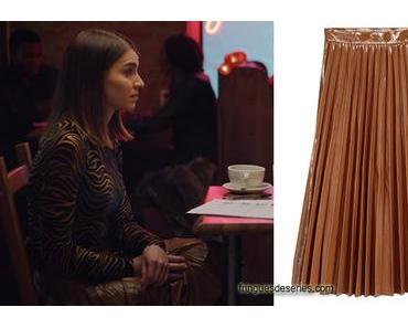 HOME FOR CHRISTMAS : Johanne's pleated skirt in S1e01