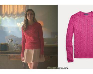 ELITE : Carla's pink sweater in S1E01