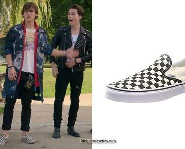 JULIE AND THE PHANTOMS : Luke's checkerboard print skate shoes in S1E04