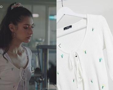 ICI TOUT COMMENCE :e top blanc à fleurs de Célia dans l'épisode 27